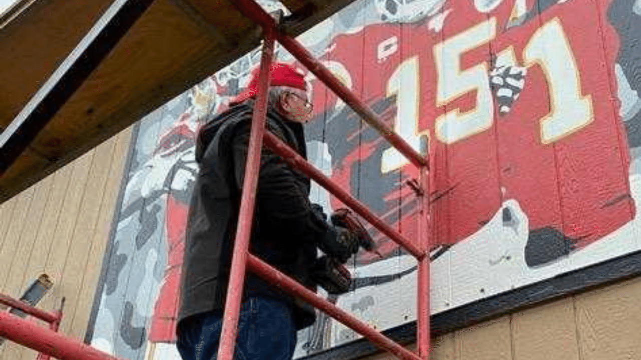 Chiefs mural removed from side of Kansas City, Kansas house after city order