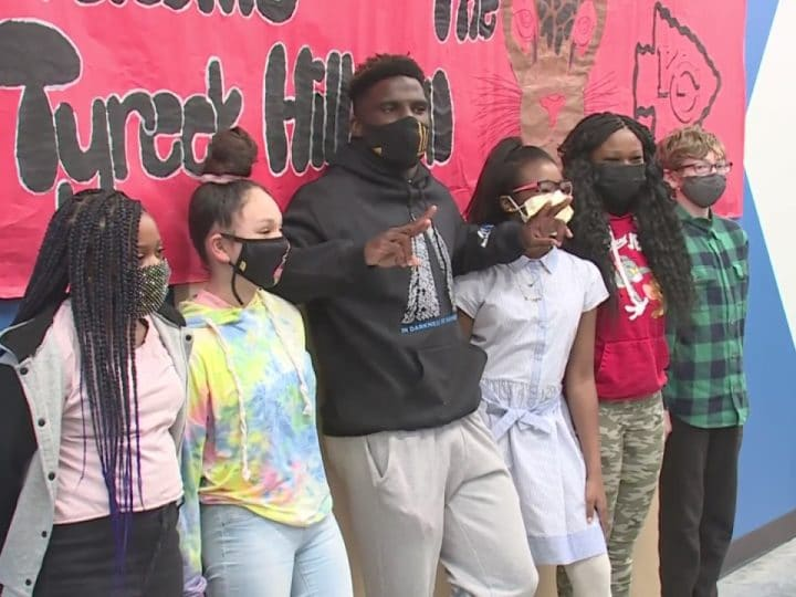 Chiefs' Tyreek Hill stops by KC Boys & Girls Club to salute Youth of the Year winners | FOX 4 Kansas City WDAF-TV
