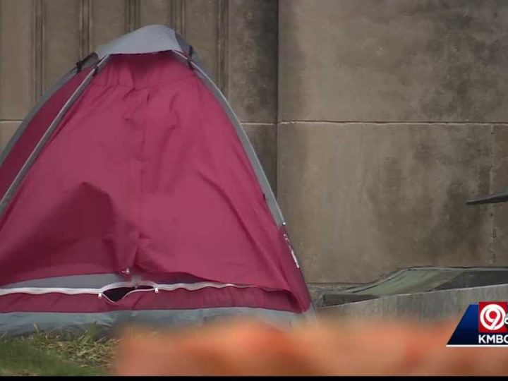 KC mayor meets with KC Homeless Union to help homeless camped on City Hall lawn