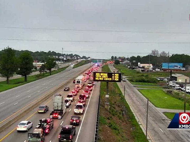 Serious crash closes both directions of I-49 in Grandview