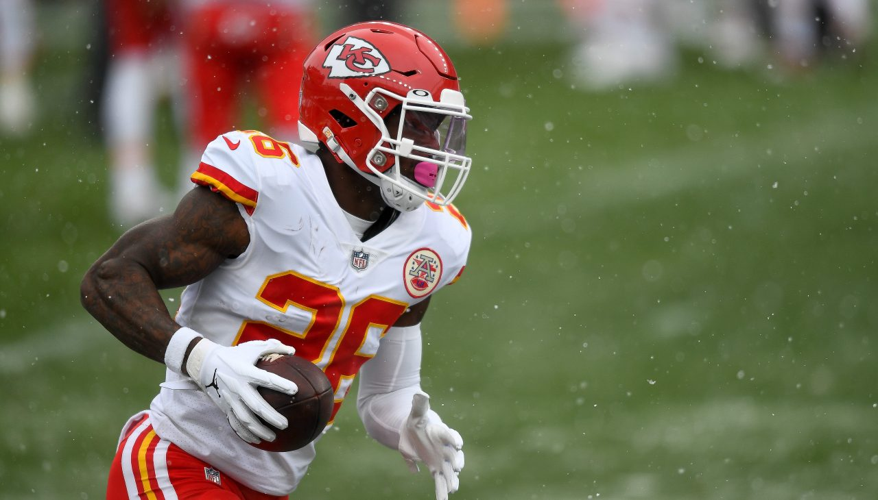 Le'Veon Bell replies to fans comment asking if he re-signed with the Chiefs