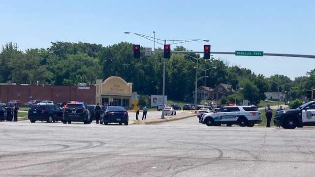Carjacking suspect shot by police in Kansas City, Kansas