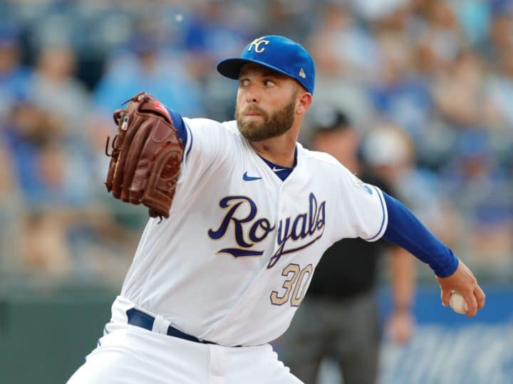 Kansas City Royals trade Danny Duffy to Los Angeles Dodgers
