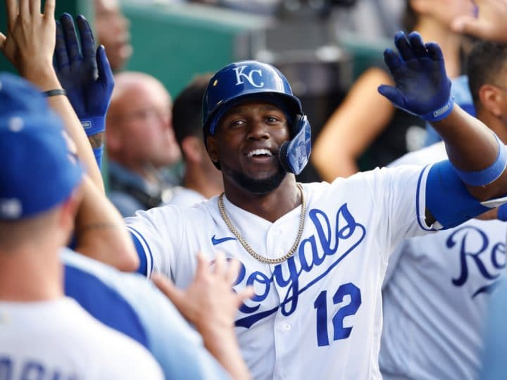 Soler hits 2 HRs, again, as Royals beat White Sox 4-3