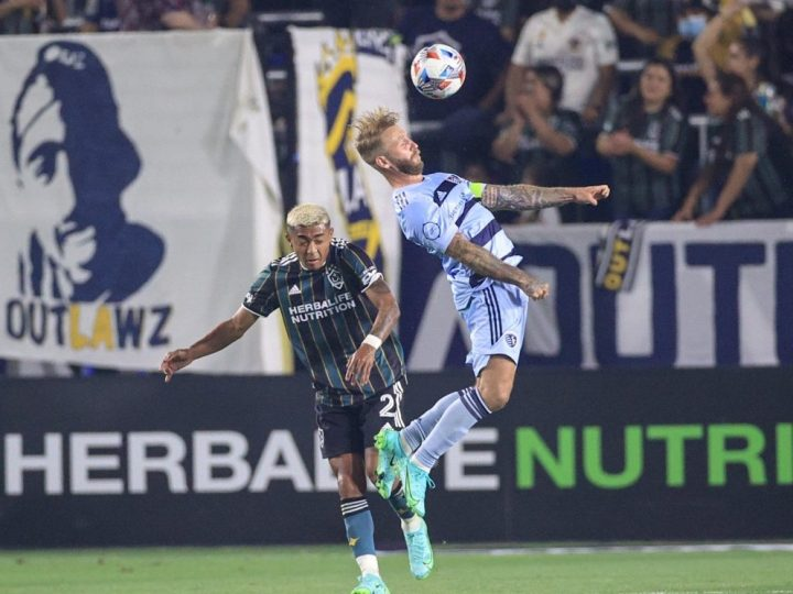 Sporting KC beats LA Galaxy 2-0, taking first place in conference | FOX 4 Kansas City WDAF-TV