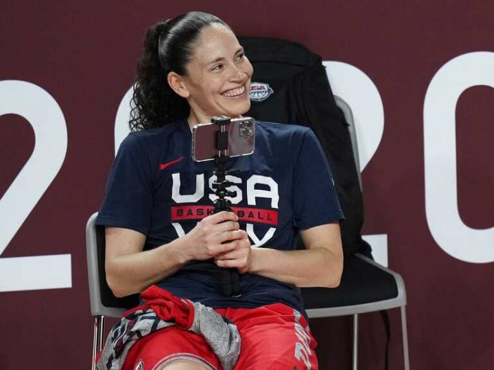 Sue Bird, basketball team stay on court for national anthem