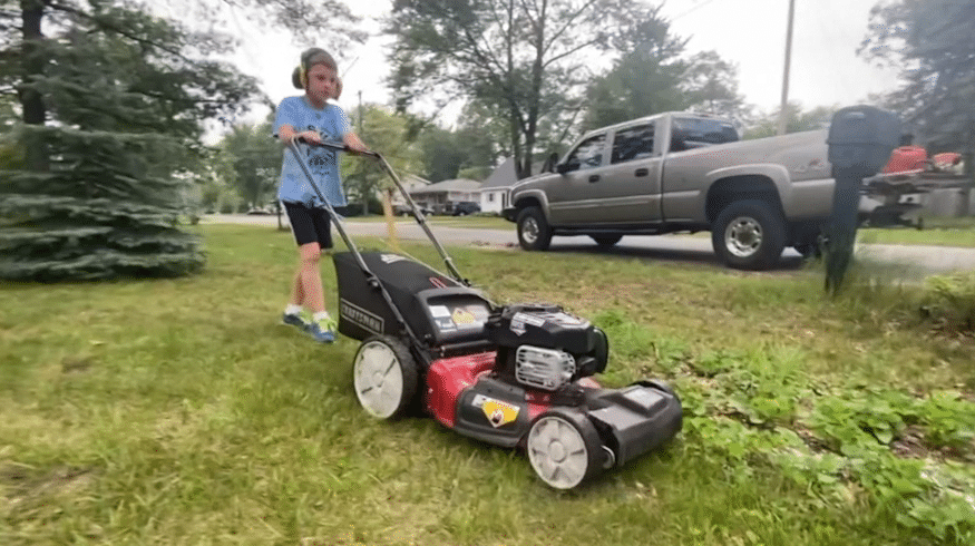 8-year-old takes on '50-yard challenge' to help neighbors