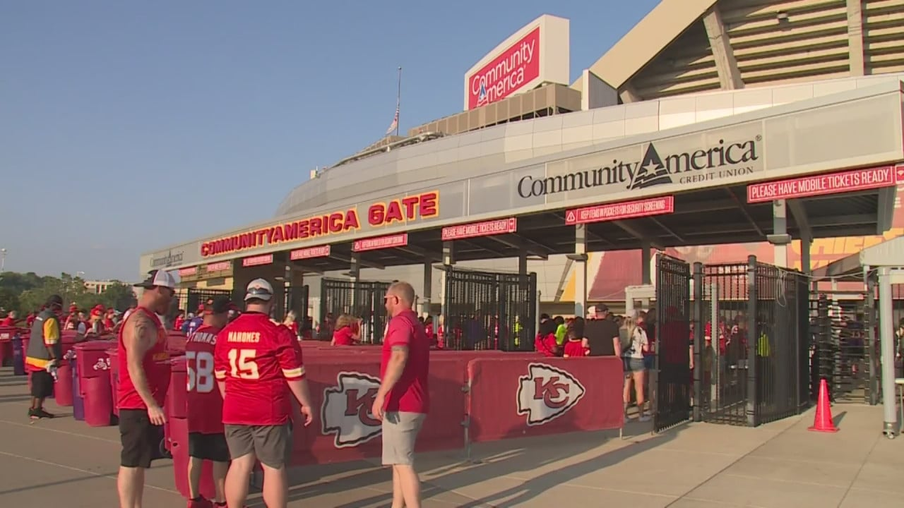 Chiefs allow full capacity for first time since pandemic